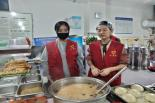 爱心人士王若楠为环卫工人提供早餐(六)