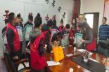 阿旗爱心家园志愿者协会到天山六中送助学款
