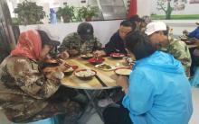 """平庄国林水产到""""爱心餐厅""""献爱心活动(三)"""