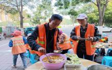 冯记调料为环卫工人捐赠解暑罐头