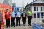 平庄鹤文桶装水经销处举行夏日赠水公益活动